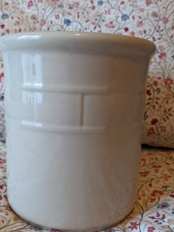 Longaberger Woven Traditions 2 Qt. Ivory Crock for Sale in Bothell,  WA
