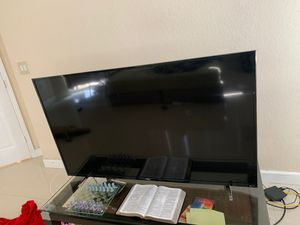 4K FLAT SCREEN TCL 60 INCH for Sale in Miami, FL