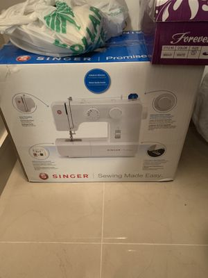 Singer sewing machine for Sale in Cooper City, FL