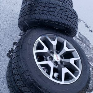20 Inch Gm Oem Wheels With Tires for Sale in Elgin, IL