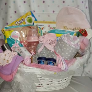New born girl basket for Sale in Fort Lauderdale, FL
