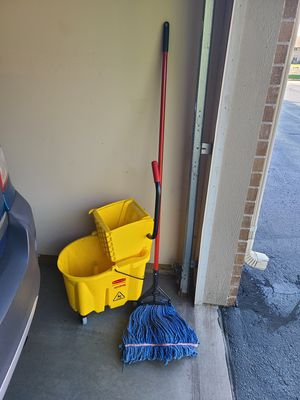 Rubbermaid mop bucket and mop new for Sale in Freedom, WI