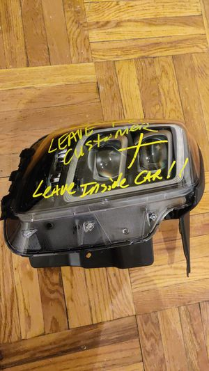 2020 KIA TELLURIDE SX L/F Headlight for Sale in Yonkers, NY