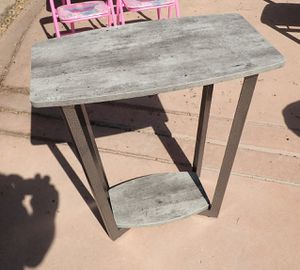 Graystone End Table Gray Faux Finish and Metal Legs for Sale in Bakersfield, CA