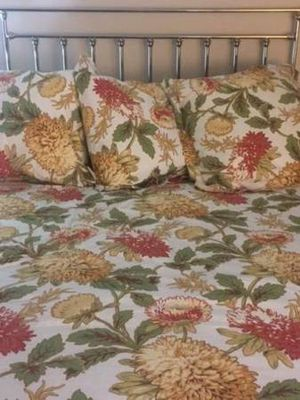 4 Pc. POTTERY BARN KING Sized Ensemble Duvet Cover and 3 EURO Shams Floral MUM for Sale in Tacoma, WA