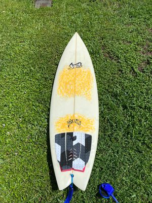 Lost 6 foot surfboard. Like new for Sale in Fort Lauderdale, FL