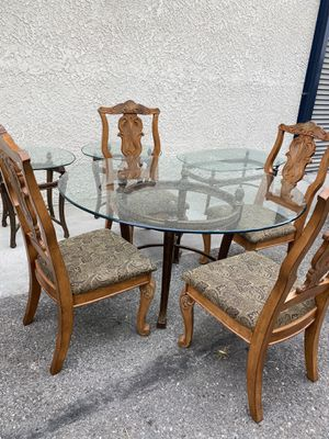 Nice dining table with4 chairs and matching coffee table and 2 end tables for Sale in Lakewood, CA