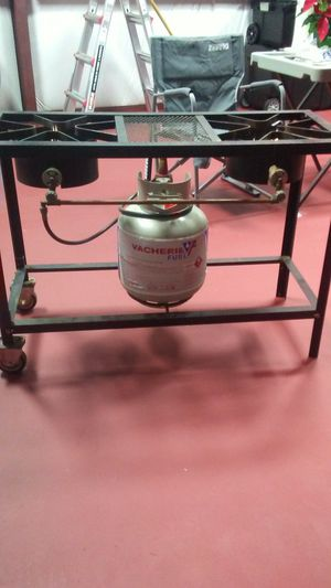 2 burner cooker with a filled 5 gallon propane tank with regulator for Sale in Crowley, LA