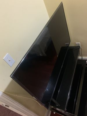 "Hisense 50"" Class 4K Ultra HD (2160P) HDR Roku Smart LED TV (50R6E) for Sale in Boston, MA"