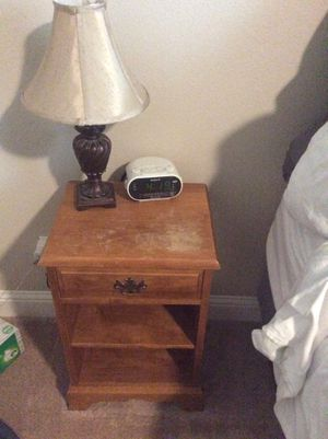 nightstands, lamps, and alarm clocks for Sale in Clovis, CA