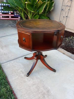 "VINTAGE DUNCAN PHYFE ACCENT TABLE (26"" DIA × 28""H) for Sale in Corona, CA"