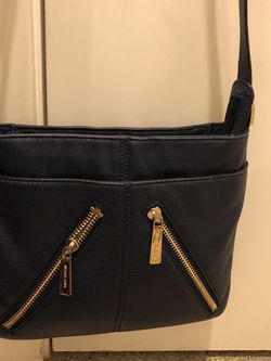 Michael Kors Crossbody Blue navy for Sale in Seattle,  WA