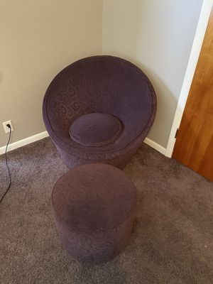 Swivel Chairs and Ottoman for Sale in Holdrege, NE