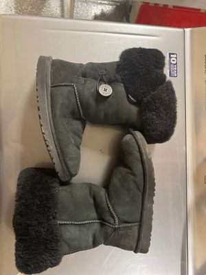 UGG boots size 9 for Sale in Chandler, AZ