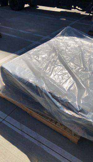 Free mattress like new for Sale in Murrieta, CA