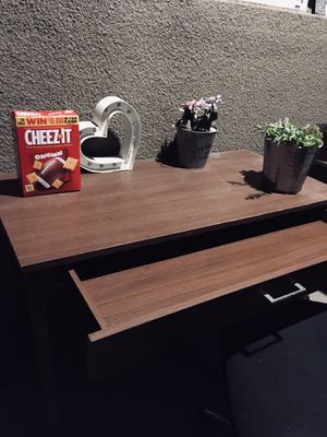 Simple brown desk. Great shape. Not heavy for Sale in Alameda, CA