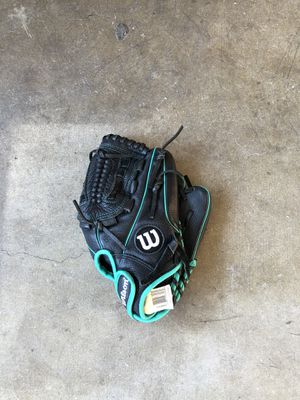 wilson softball glove for Sale in Cerritos, CA