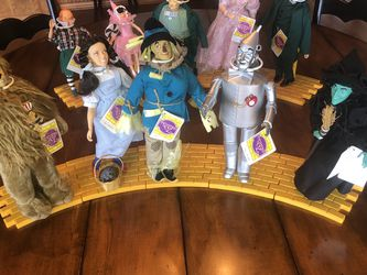 Vintage Wizard of Oz tin character yellow brick road set for Sale in Brush Prairie,  WA