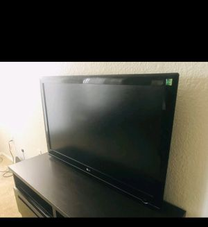 LG TV in perfect condition for free with a remote for Sale in Prineville, OR