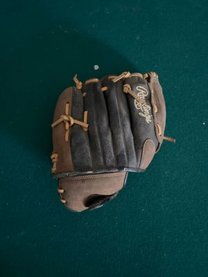 Rawlings baseball glove for Sale in Bakersfield, CA