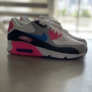 NEW Nike Air Max 90 Leather GS 'White Photo Blue Pink' Sneakers Size 5.5Y/ Women's Size 7 for Sale in Miami, FL