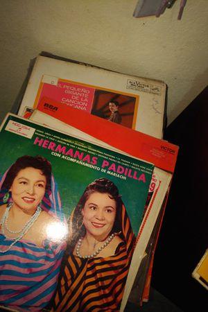 Spanish records- mix- Banda, romanticas,60's 70's for Sale in Oxnard, CA