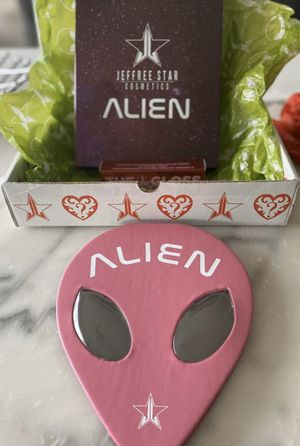 NWT Jeffree Star Valentine's Mystery Box (Premium) for Sale in Visalia, CA