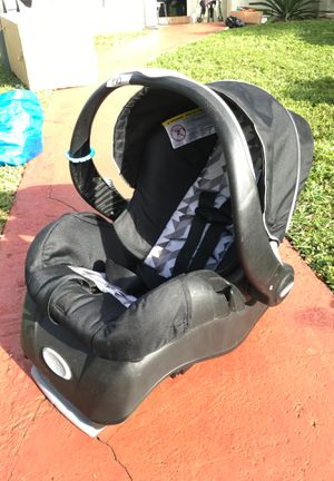 Evenflo infant car seat with base for Sale in Hialeah, FL