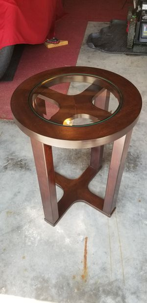 Round End Table for Sale in St. Louis, MO