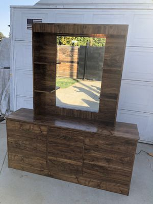 Lighted Dresser w/ Mirror for Sale in Fresno, CA