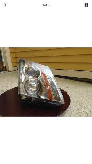 08-13 Cadillac CTS OEM Headlight RH RIGHT / PASSENGER Complete for Sale in Salem, MA