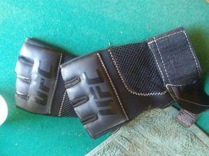 Ufc open finger fighting gloves for Sale in Ravenna, OH