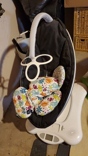 Gently used mama roo baby aytomated swing swivel and mp3 hookup. for Sale in St. Louis, MO