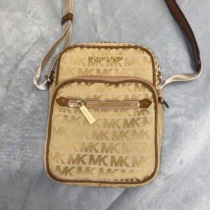 Michael Kors bag for Sale in North Riverside, IL