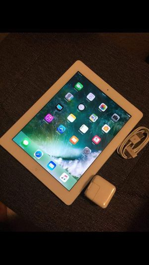 iPad 3 ,  3rd Generation.  Cellular and Wi-Fi Internet access.  Unlocked.  9.7 inch big size iPad  ( Usable with Sim and Wi-Fi) for Sale in Fort Belvoir, VA