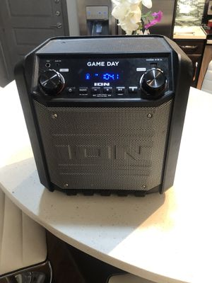 Speaker with microphone ,wireless ,Bluetooth and aux for Sale in Houston, TX