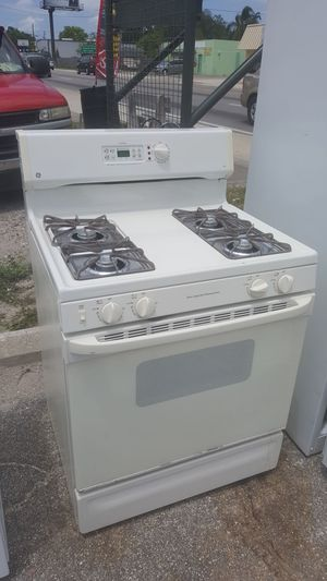 GE gas or propane stove for Sale in Tampa, FL
