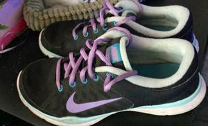 Nike women size 7 for Sale in Bell Gardens, CA