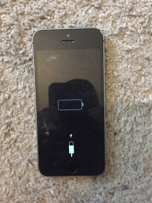 iPhone 5 No Cracks minor scratches almost Perfect condition for Sale in Bryans Road, MD
