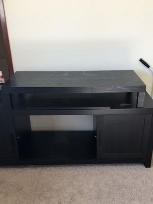 Black tv stand small shelf on top not available for Sale in Arlington, WA
