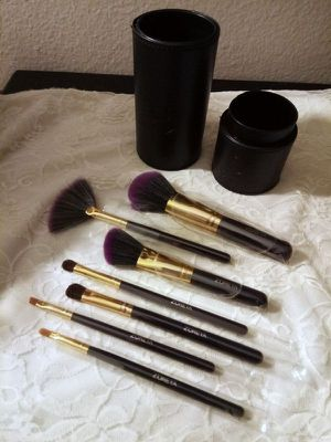 7 Pc. Makeup Brushes Set With Case New for Sale in Irvine, CA