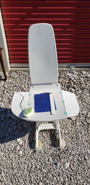 NEPTUNE Reclining Bath Lift Chair for Sale in Lorain, OH