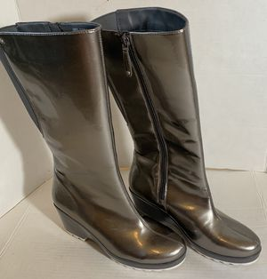 Rockport Silver Rain Boots Size 9 for Sale in El Paso, TX