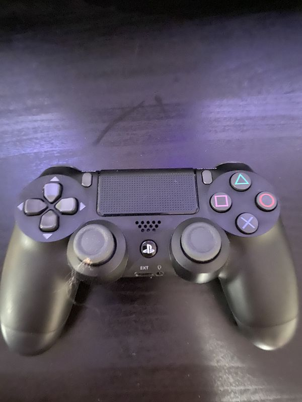 PlayStation 4 great condition!! 4 games 1 controller!!
