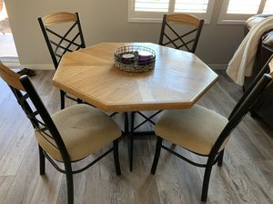 Octagon dining table with 4 chairs for Sale in Rancho Cordova, CA