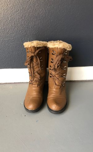 Water proof women's snow boots for Sale in Mansfield, TX