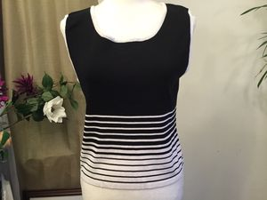 Women's black and whit to size large for Sale in Darrington, WA