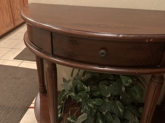 DECORATIVE HALFMOON ENTRY TABLE for Sale in Fresno,  CA