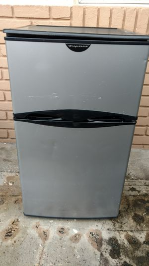 "Frigidaire Refridge w/Freezer 32"" x 19""x 21""deep for Sale in Oakland Park, FL"