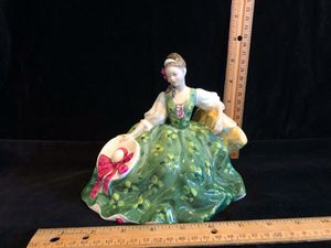 Elyse by Royal Doulton HN 2474 lady in green dress sitting down with bonnet for Sale in Puyallup, WA